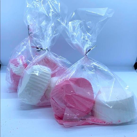 Set of 6 Heart shaped bath bombs